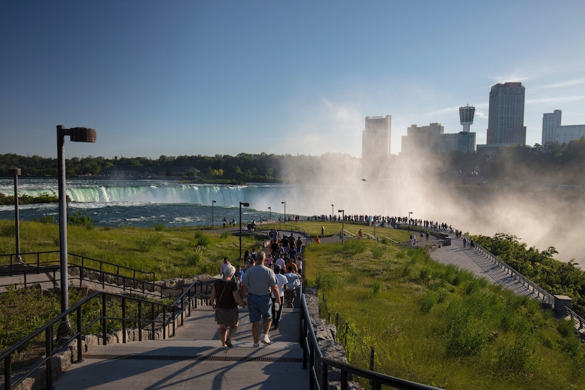 Foto 5 van 10. Overnight Niagara Falls and Shopping Trip from New York City