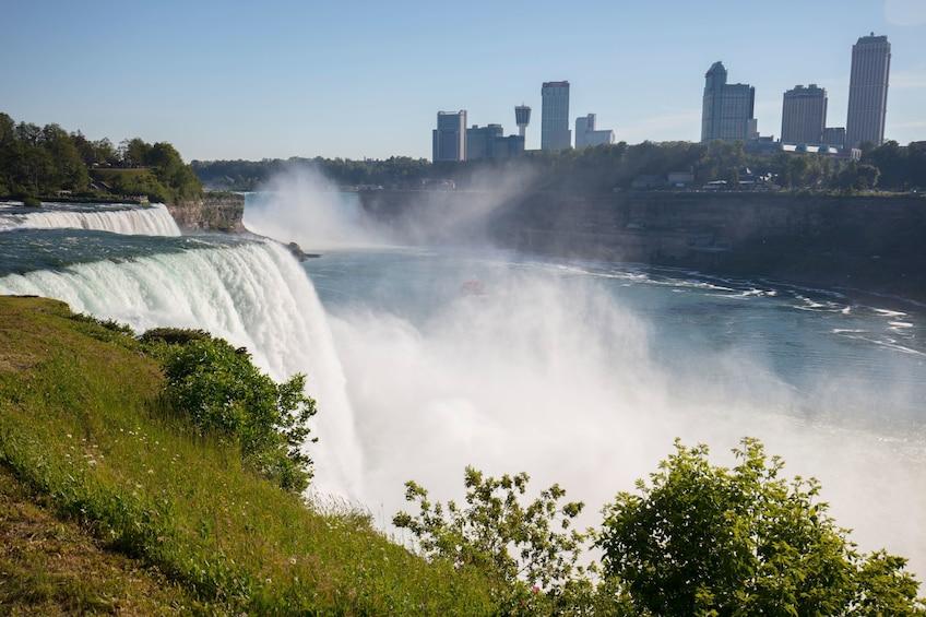 Foto 4 van 10. Overnight Niagara Falls and Shopping Trip from New York City