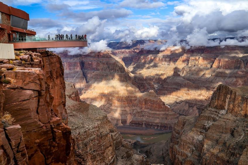 Foto 1 van 9. Grand Canyon West Rim Bus Tour