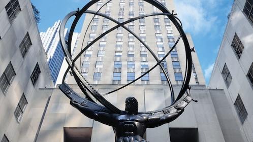 Atlas sculpture at Rockefeller Center in New York