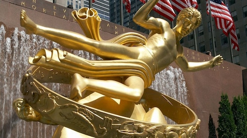 Gold statue and fountain at Rockefeller Center in New York
