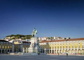 Lisbon Sightseeing & Shopping Tour from the Algarve