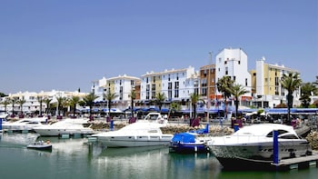 Quarteira Market and Vilamoura Half-Day Tour