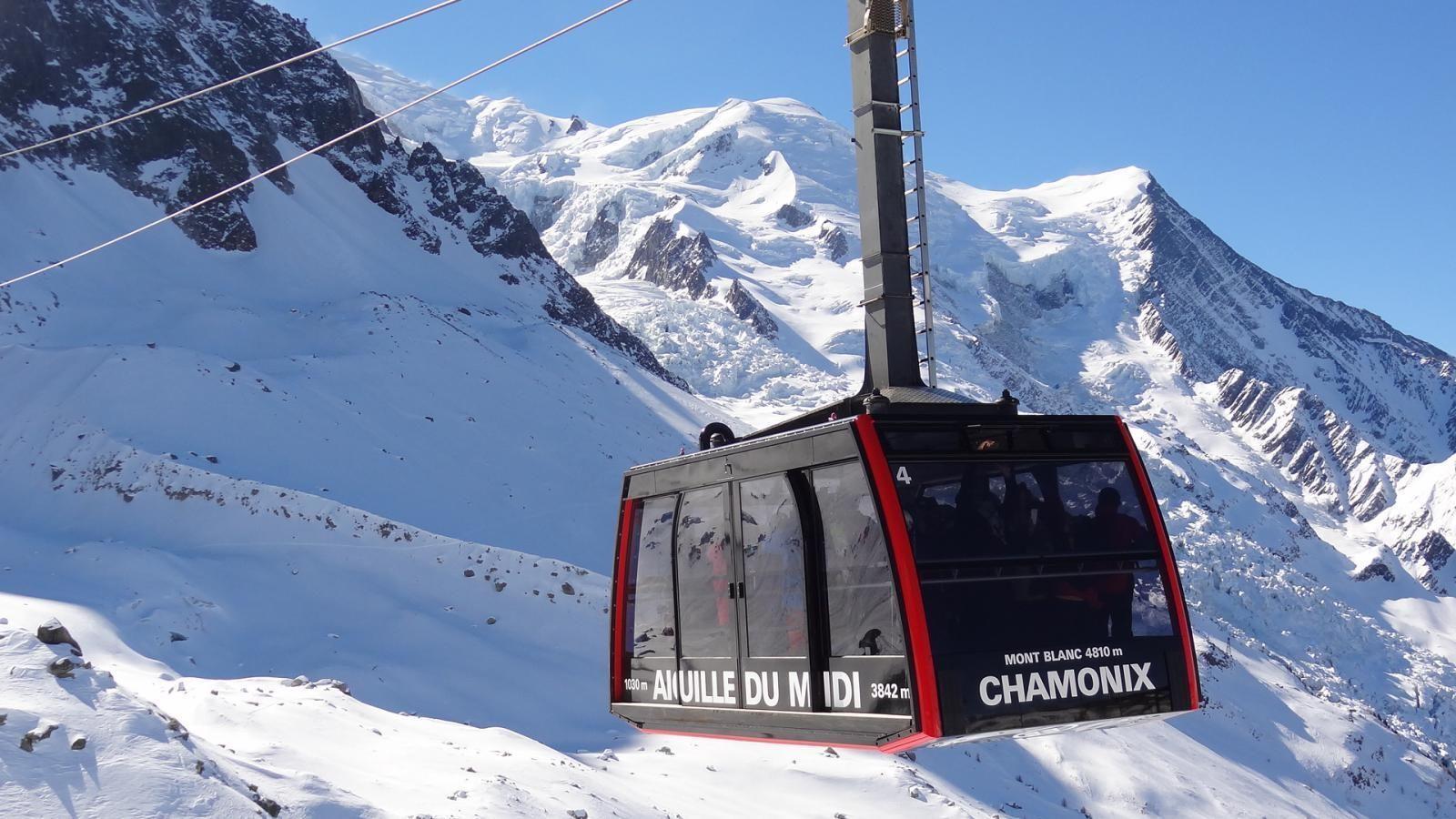 aiguille-du-midi-vallee-blanche-chamonix-mont-blanc-14288163830.jpg