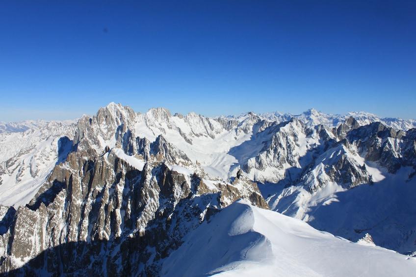 Charger l'élément 5 sur 9. Chamonix & Mont Blanc with Aiguille du Midi & Mer de Glace