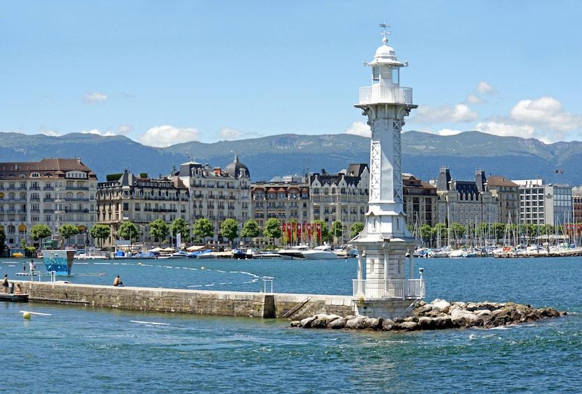 Foto 3 von 10 laden Geneva City Center & Old Town Tour