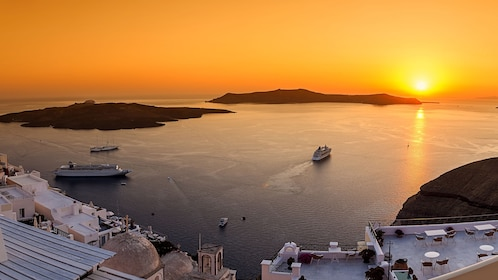 Gorgeous panoramic view of Santorini
