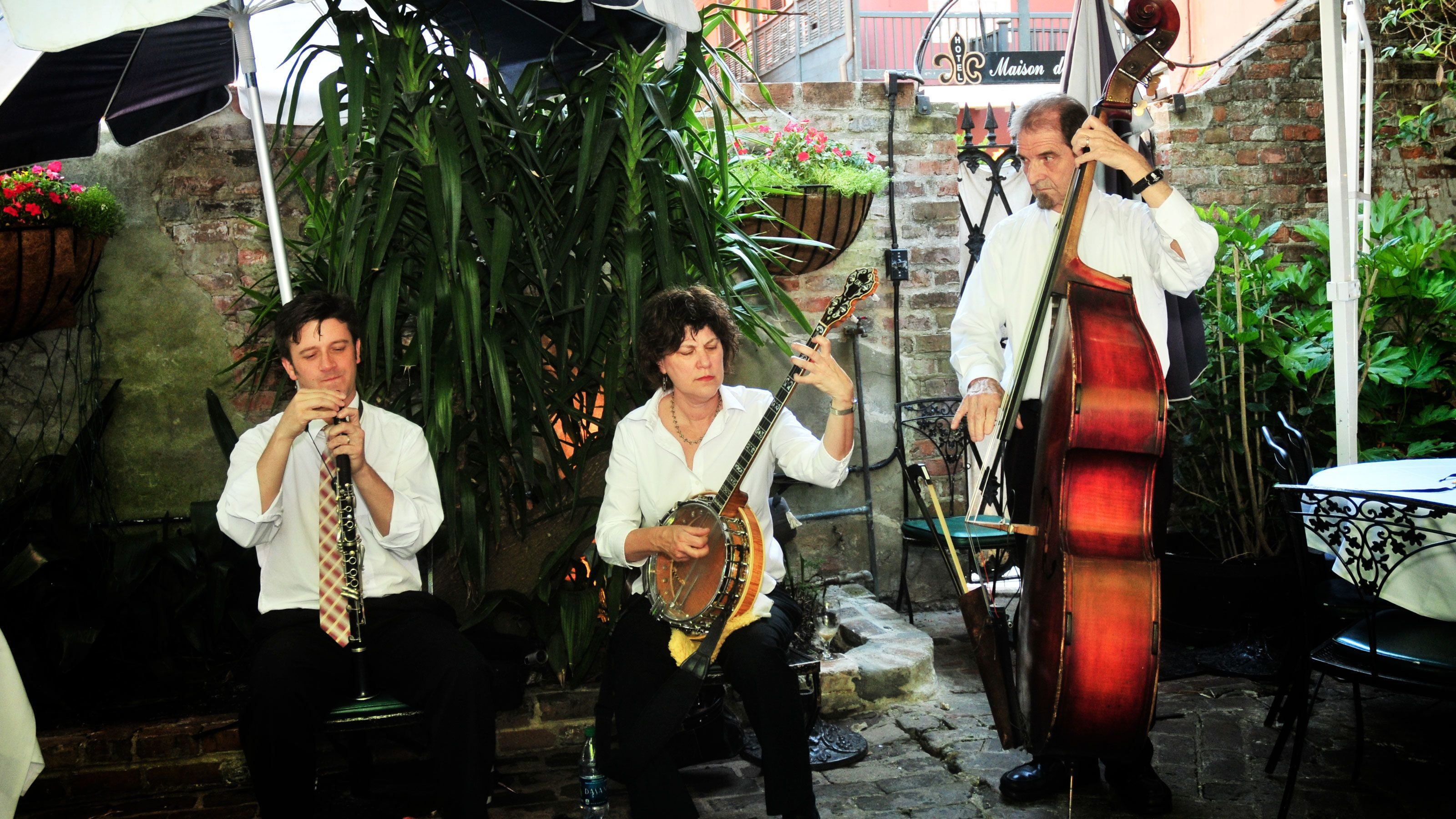 musicians playing outside at Court of Two Sisters in New Orleans
