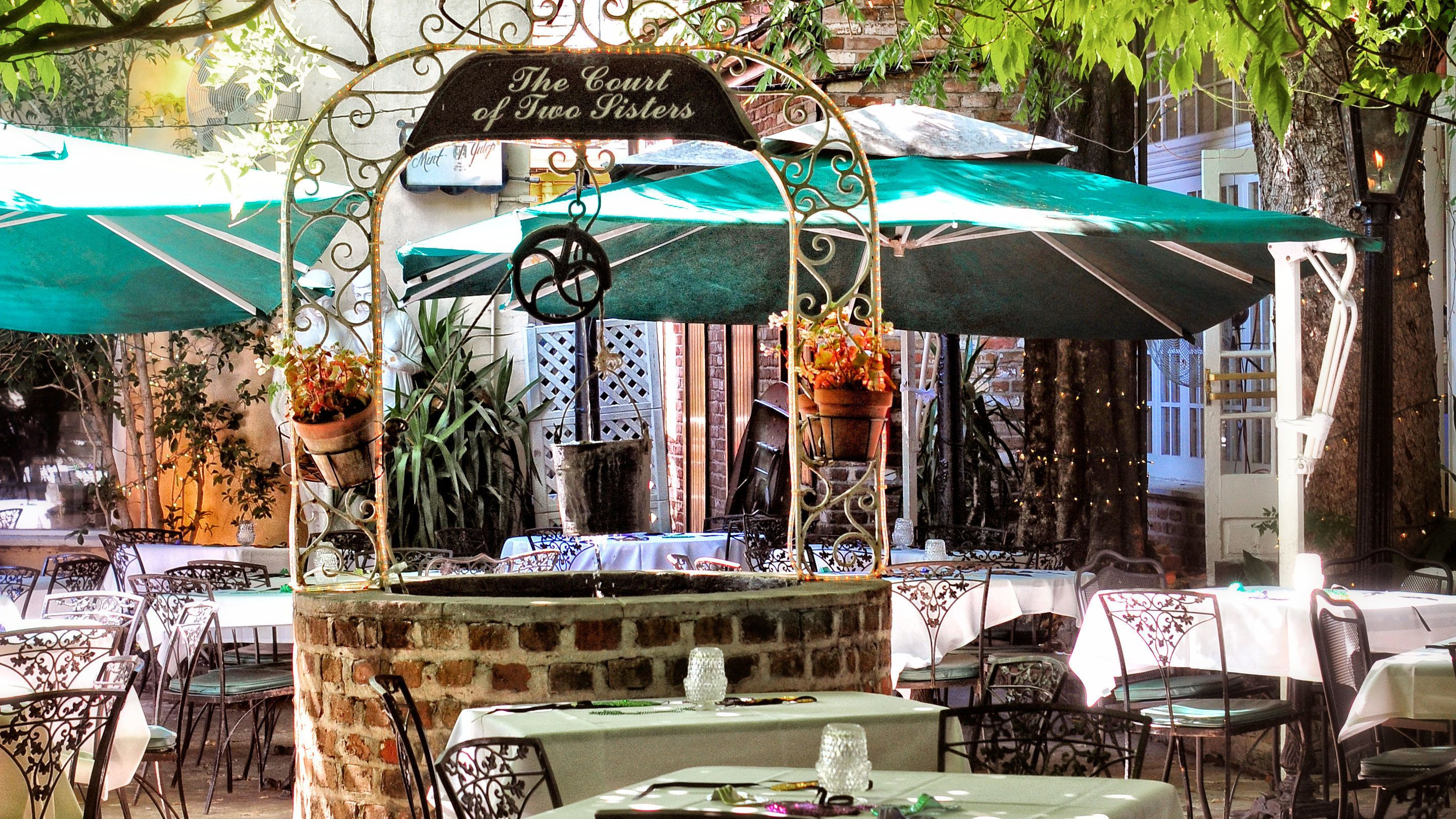 outdoor terrace dinning at Court of Two Sisters in New Orleans