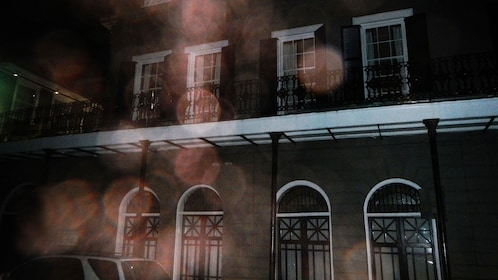 dark mansion at night at ghost tour in New Orleans