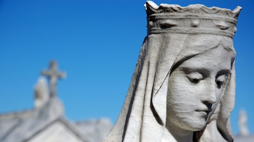 statue of woman's head at cemetery in New Orleans