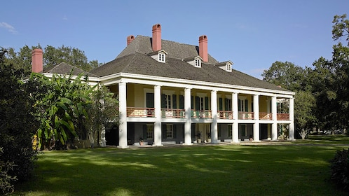 mansion on plantation in New Orleans
