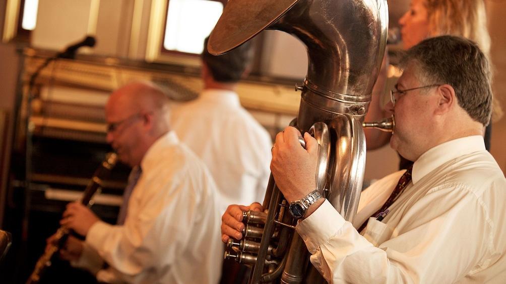 Cargar ítem 4 de 10. man playing tuba on Jazz steamboat tour in New Orleans