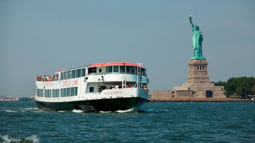 Sightseeing cruise and the Statue of Liberty in New York
