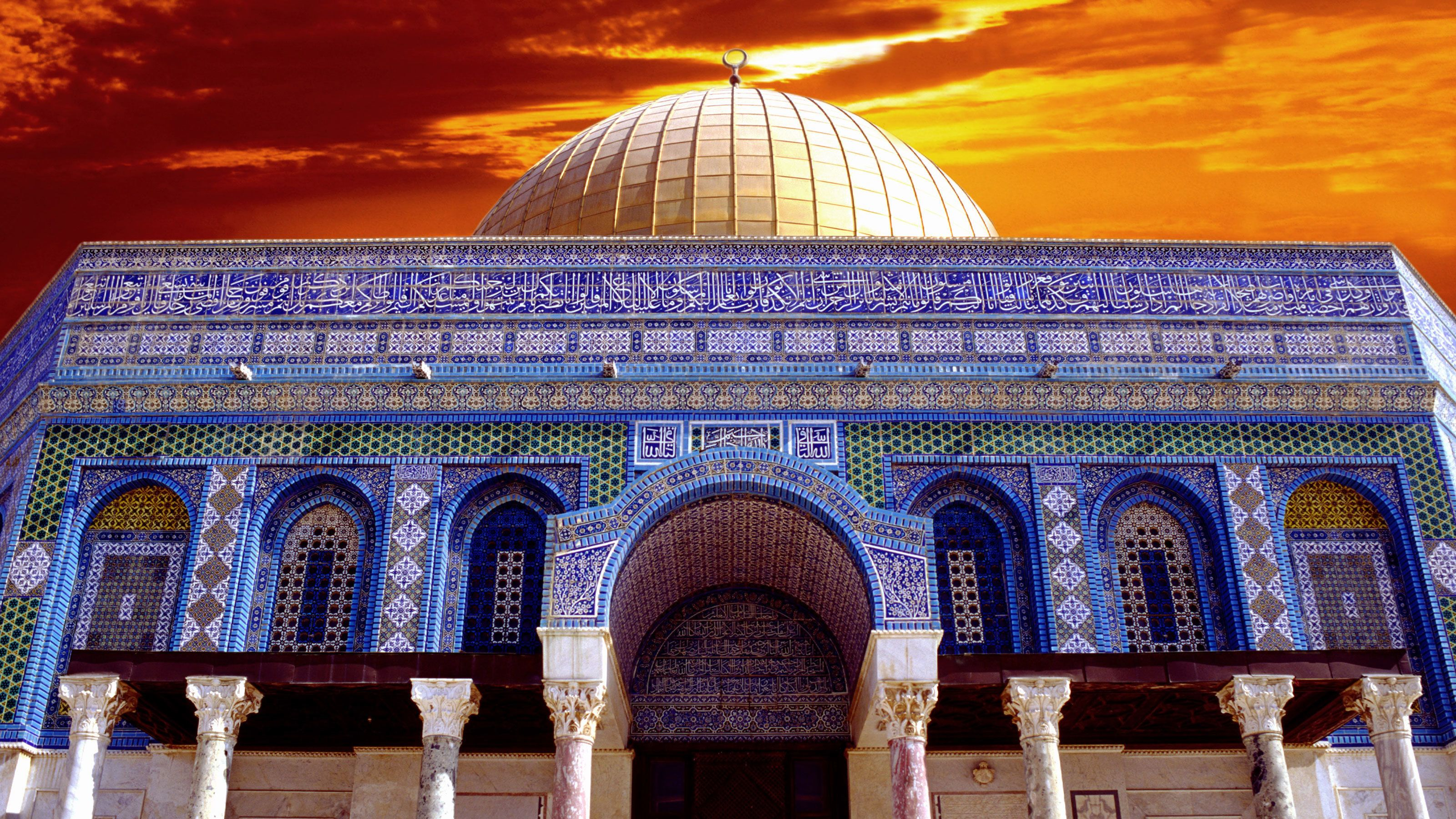 The dome of the rock in Jerusalem at sunset