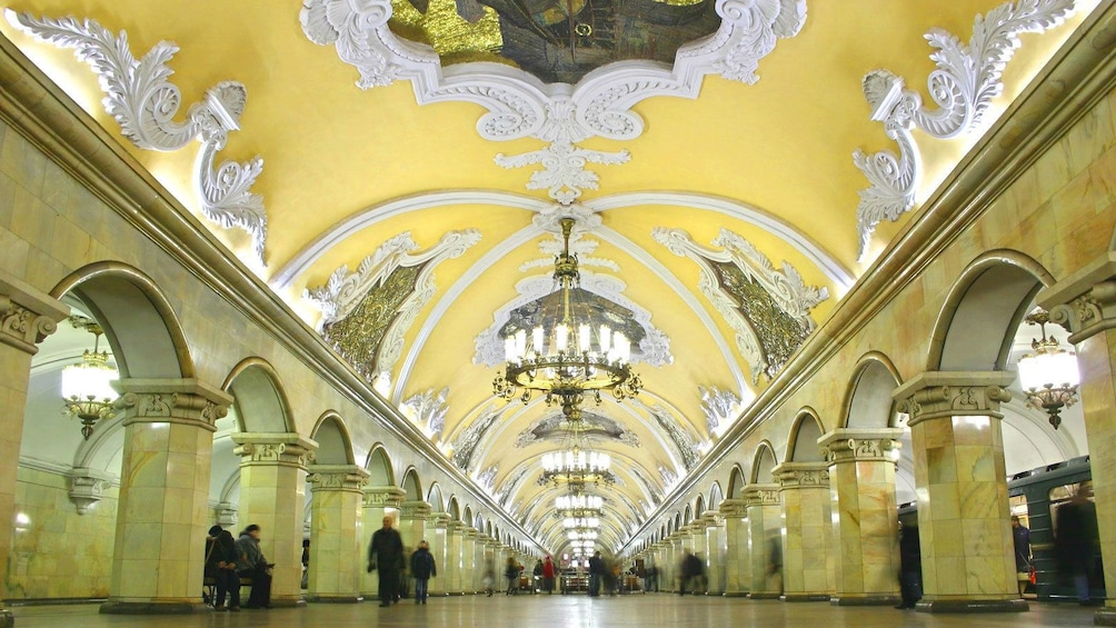 Charger l'élément 3 sur 5. Moscow's opulent underground metro system