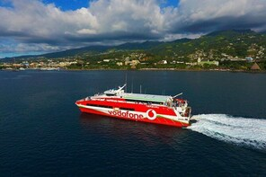 Transfers Package: Roundtrip ferry ticket & private transfers in Tahiti & M...