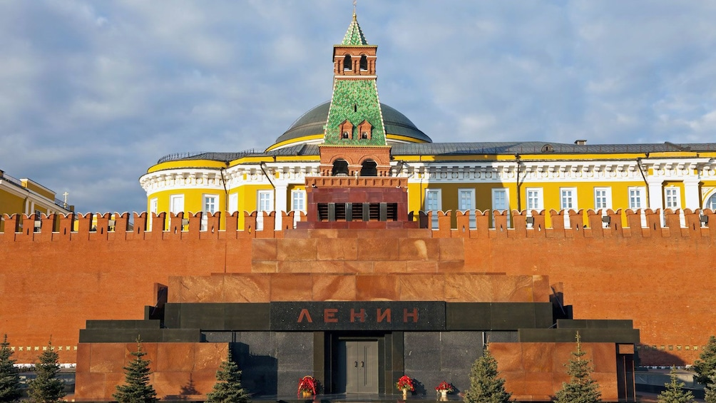 Charger l'élément 5 sur 5. Mausoleum of Ivan the Great within the Kremlin
