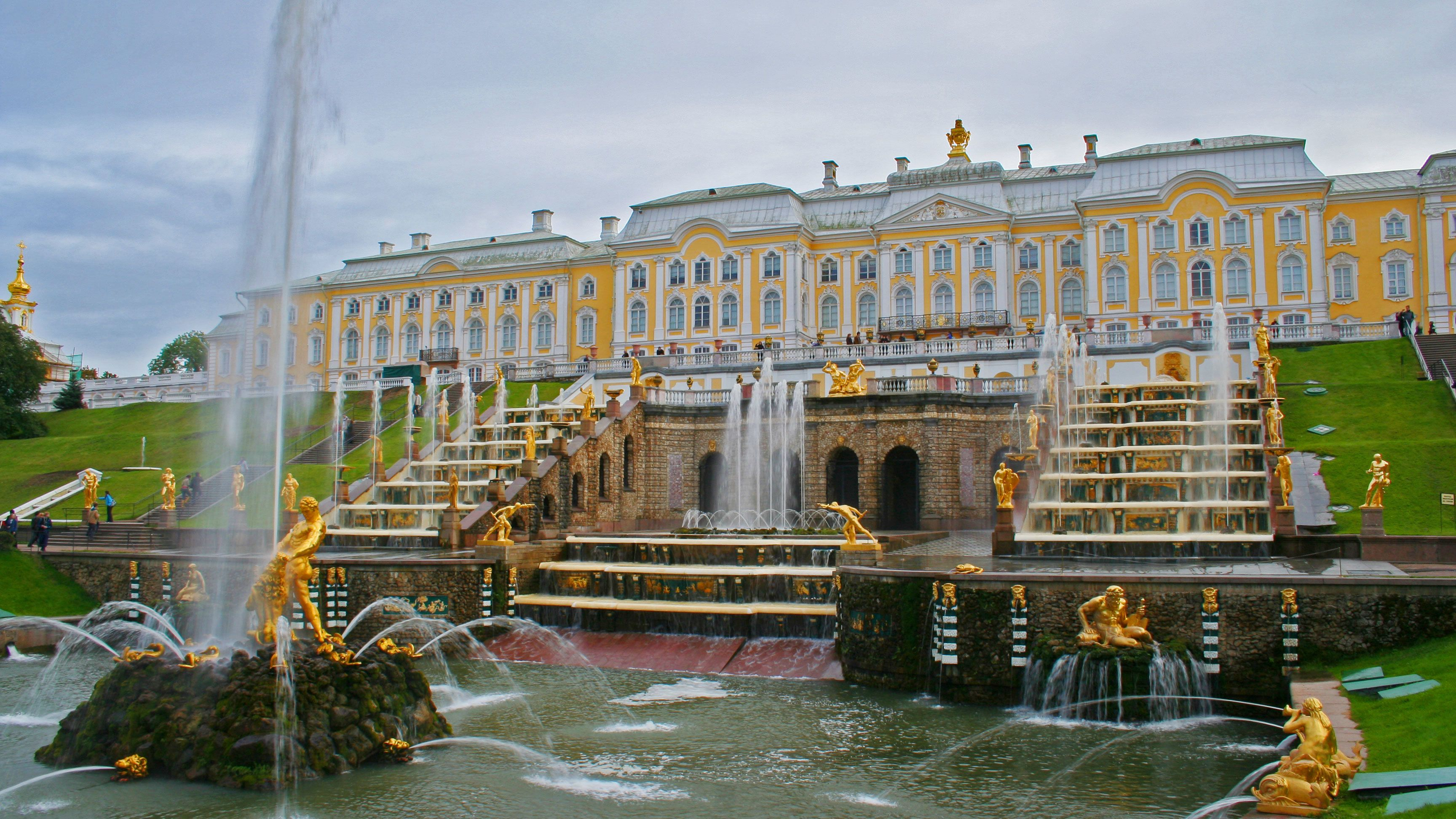 Private Peterhof Palace & Gardens Tour