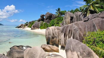 Praslin & La Digue Full-Day Cruise from Mahé with Lunch