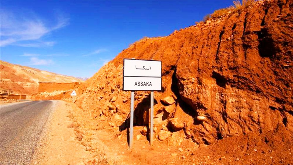 Sign marking the entrance to the city of Assaka