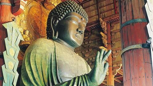 buddah statue in tokyo