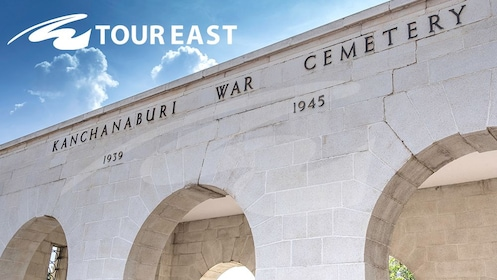 Tour East Thailand - Kanchanaburi war cemetery (2) - expedia.jpg