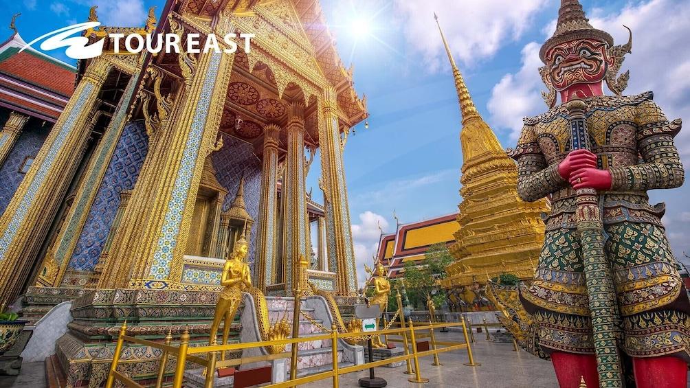 แสดงภาพที่ 3 จาก 10 Grand Palace & Emerald Buddha Half-Day Temple Tour