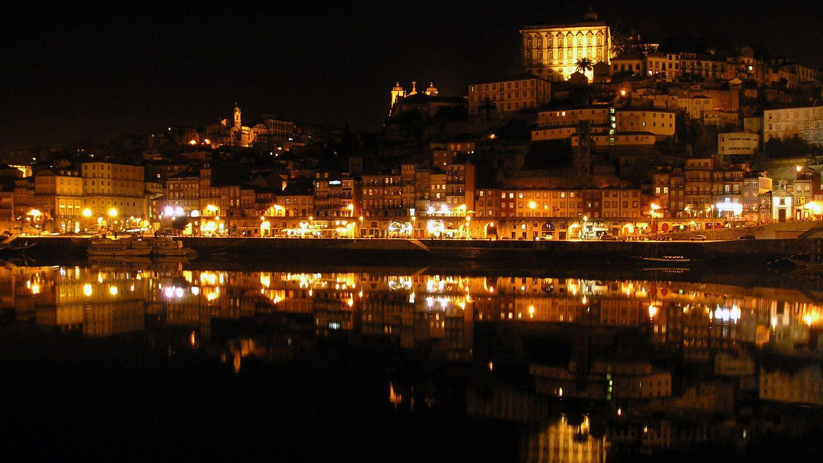 Öinen kaupunki, fado-esitys ja illallinen