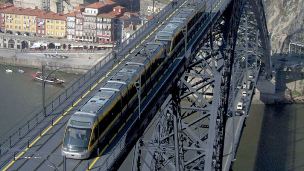 Charger l'élément 3 sur 5. train crossing the bridge in Porto City