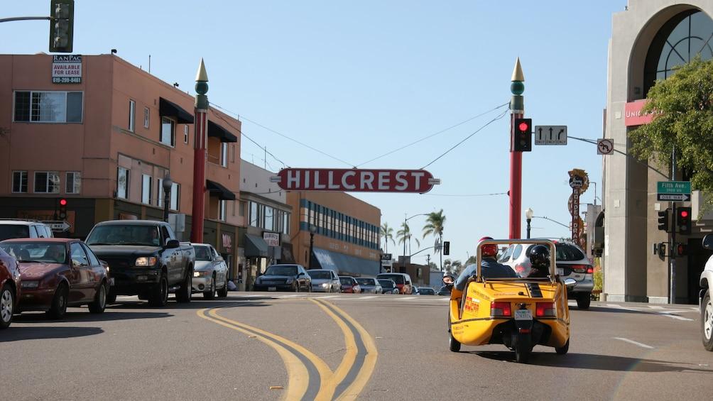 Carregar foto 5 de 5. Back of gocar at a red light in San Diego