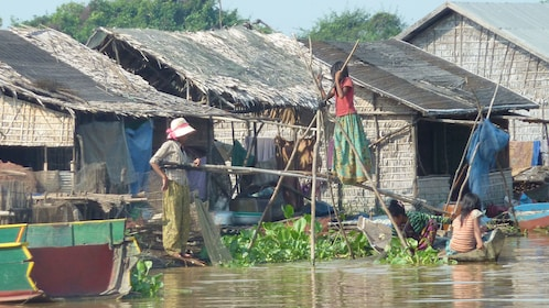 Villagers at Tonle Sap Lake in Sieam Reap