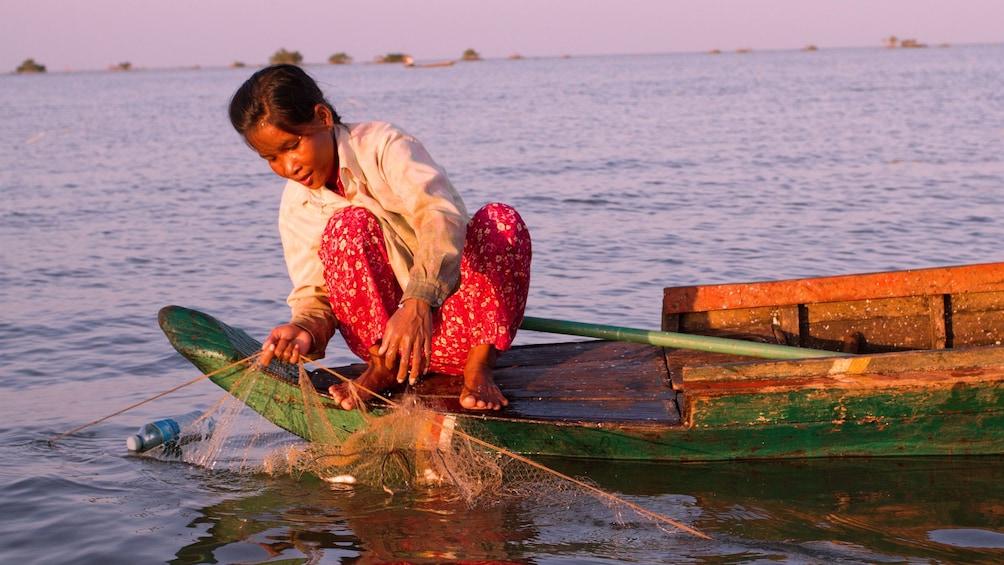 Woman fishing on Tonlé Sap