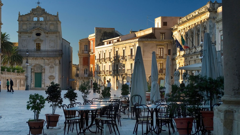 outdoor dining chairs and tables in Sicily