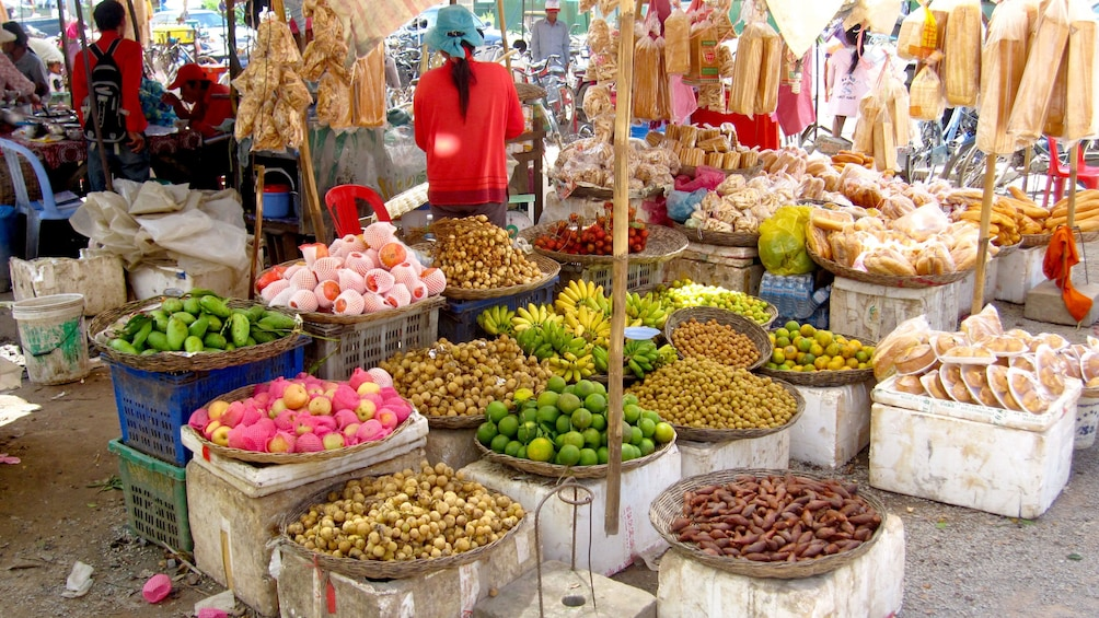Apri foto 1 di 9. Street market view of the countryside in Siem Reap