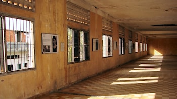 Private Choeung Ek Killing Fields & Tuol Sleng Genocide Museum Tour