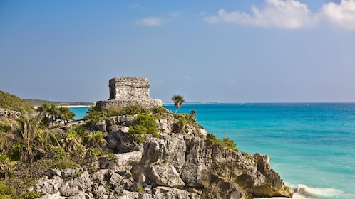 Ruins of Tulum overlooking the beach