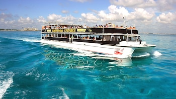 Isla Mujeres Day Tour with Lunch & Open Bar