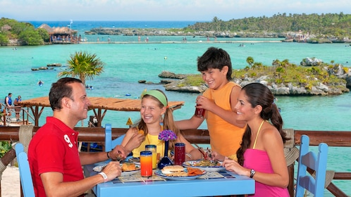 Family enjoying their lunch and an ocean view in Cancun
