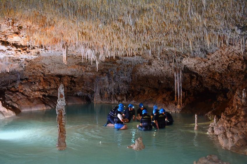 Cargar foto 3 de 10. Rio Secreto Underground River Tour