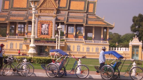 Rickshaws outside a temple in Phnom Penh