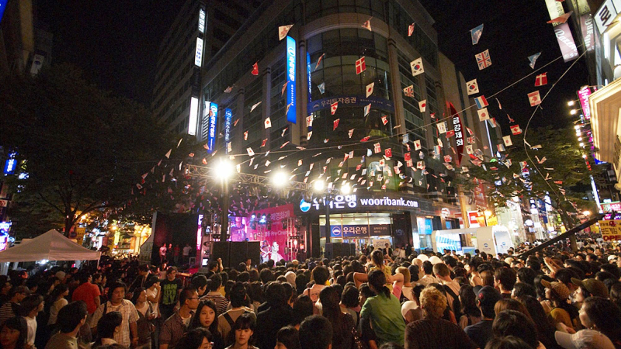 Crowded evening city streets in Seoul