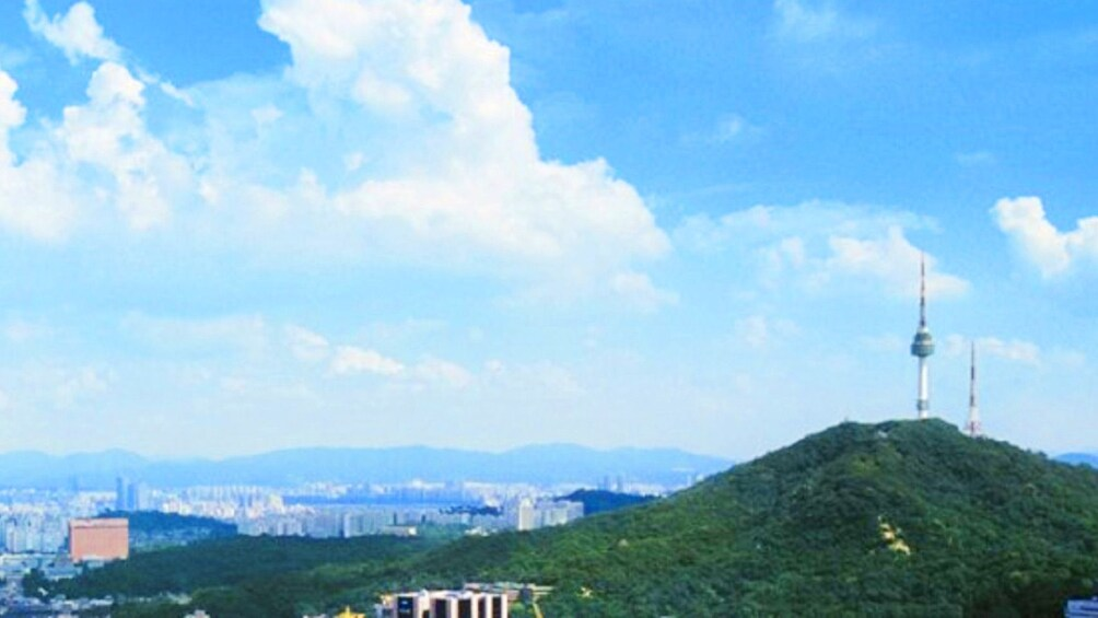 แสดงภาพที่ 5 จาก 5 Serene view of the city of Seoul on a clear day