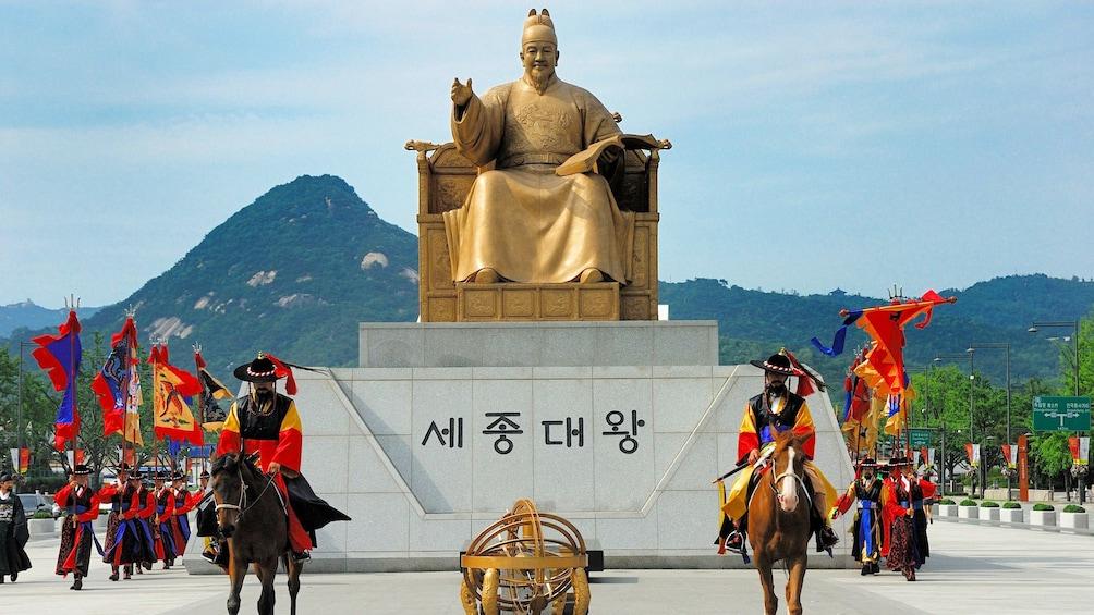 正在顯示第 1 張相片,共 5 張。 Statue of Sejong the Great the king of South Korea in Seoul