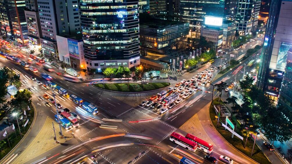 正在顯示第 3 張相片,共 5 張。 Aerial view of the city of Seoul at night