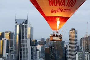 Melbourne Sunrise Hot Air Ballooning with Champagne Breakfast