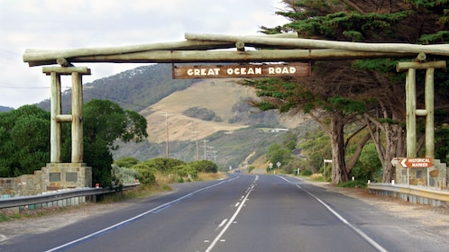 Great Ocean Road memorial arch in Melbourne