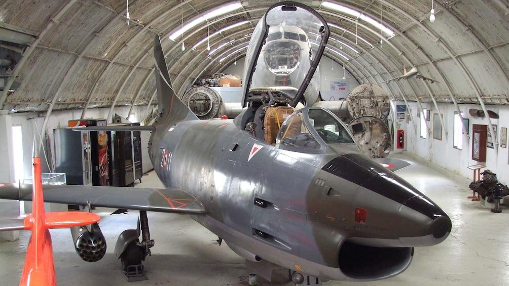 Lataa valokuva 3 kautta 4. fighterjet inside the Aviation Museum hanger in Malta