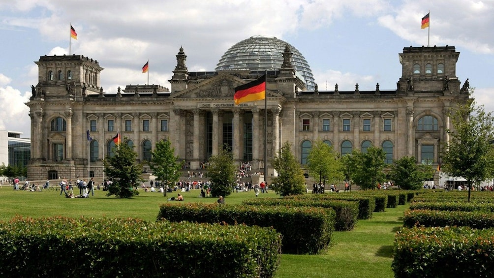 Cargar ítem 3 de 10. The reichstag building in Berlin