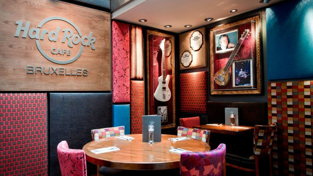 Repas au Hard Rock Cafe avec table prioritaire